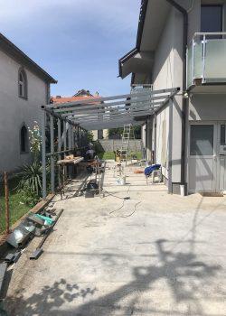 Nadstrešnica u Borči
